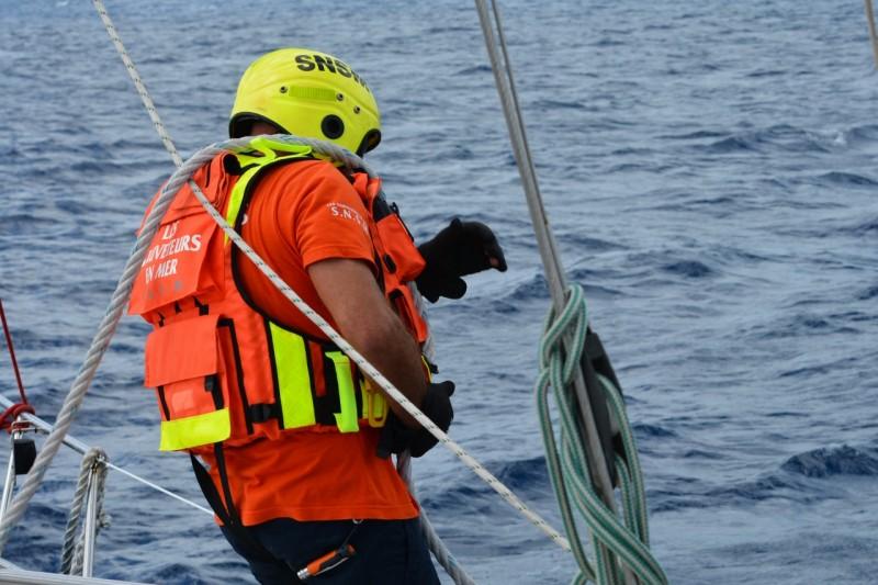Der einzige der richtig ausgerüstet war, war der mann den sie auf unser Boot abgesetzt haben. Er ist dabei fast baden gegangen!